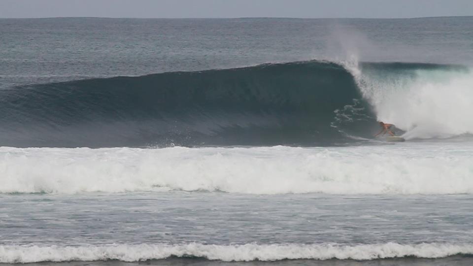 Linus Eliasson tearing apart a massive wave.