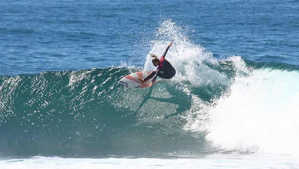 Joana Rocha surfing.