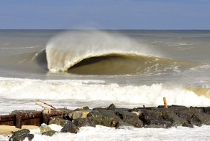 Bayhead barreling, New Jersey - © Matthew Lang