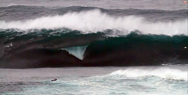 Nazare, Portugal going off right now - Photo Bruno Novoa. 28.10.2013