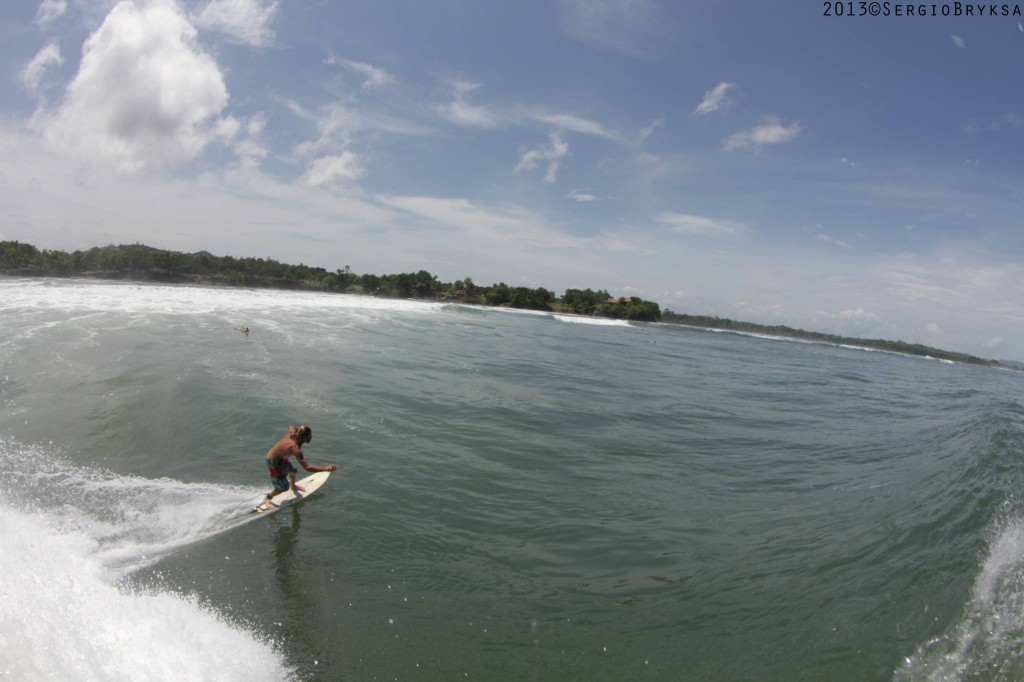 Panama surfing - Photo: Sergio Bryksa