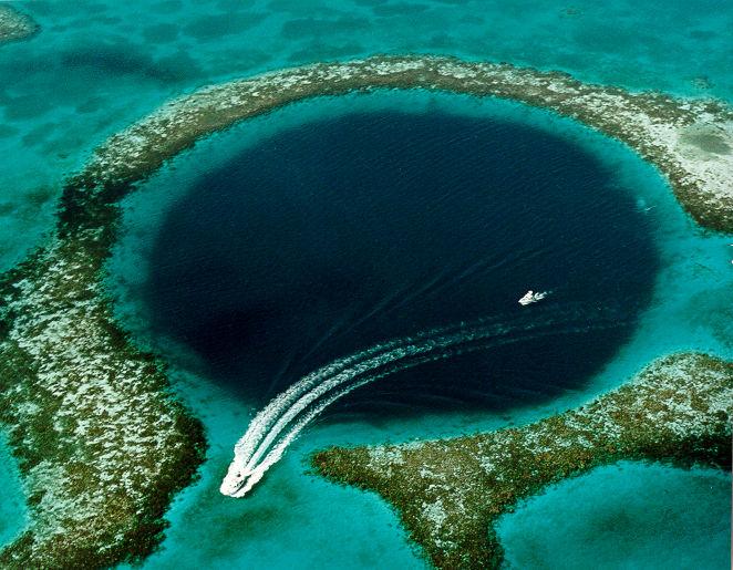 Great Blue Hole, Bahamas - Photo Wikimedia Commons