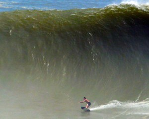 Brad Domke skimboards record wave in Puerto Escondido.