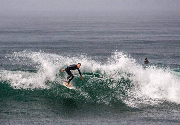 Sebastian Ewaldh surfing