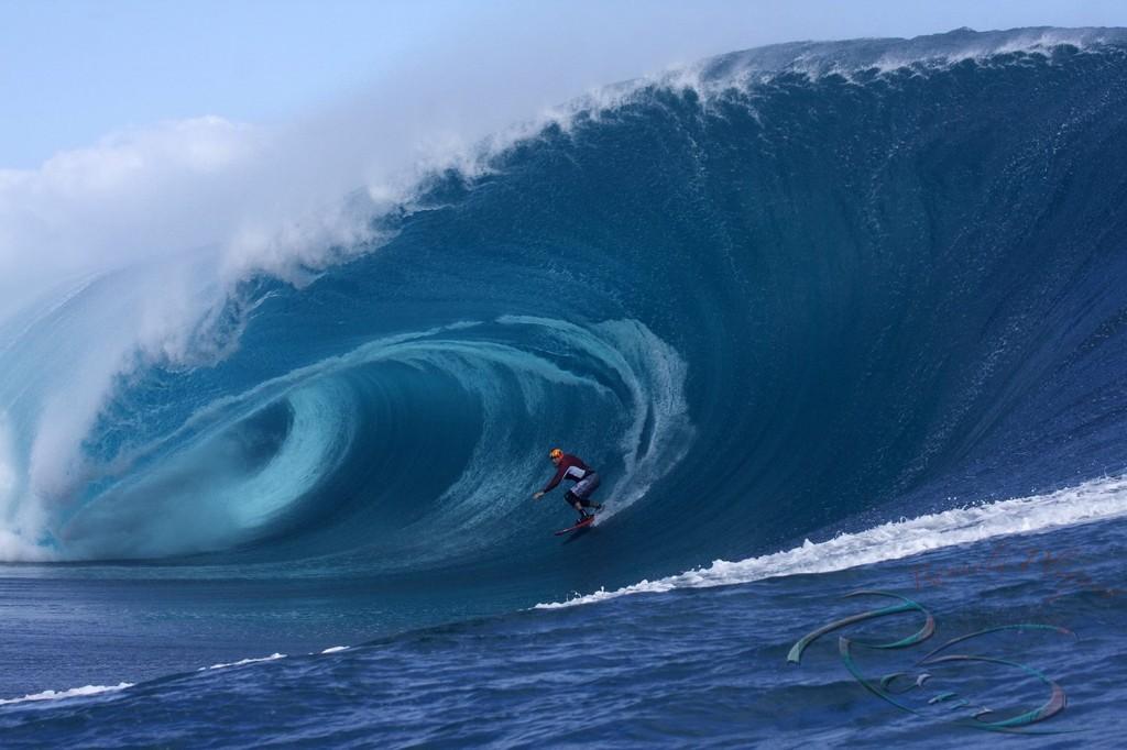Garret McNamara surfing Teahupoo