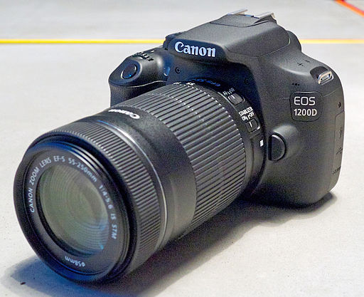 Canon EOS 1200D with 55-250mm lens - Photo Wikimedia